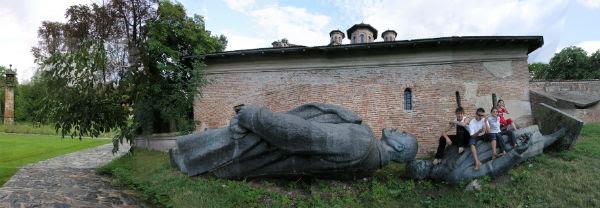 Iosif Kiraly, Reconstruction, Mogosoaia, Lenin, Goza, 2a, 2006. Courtesy Collezione Fondazione CrMo