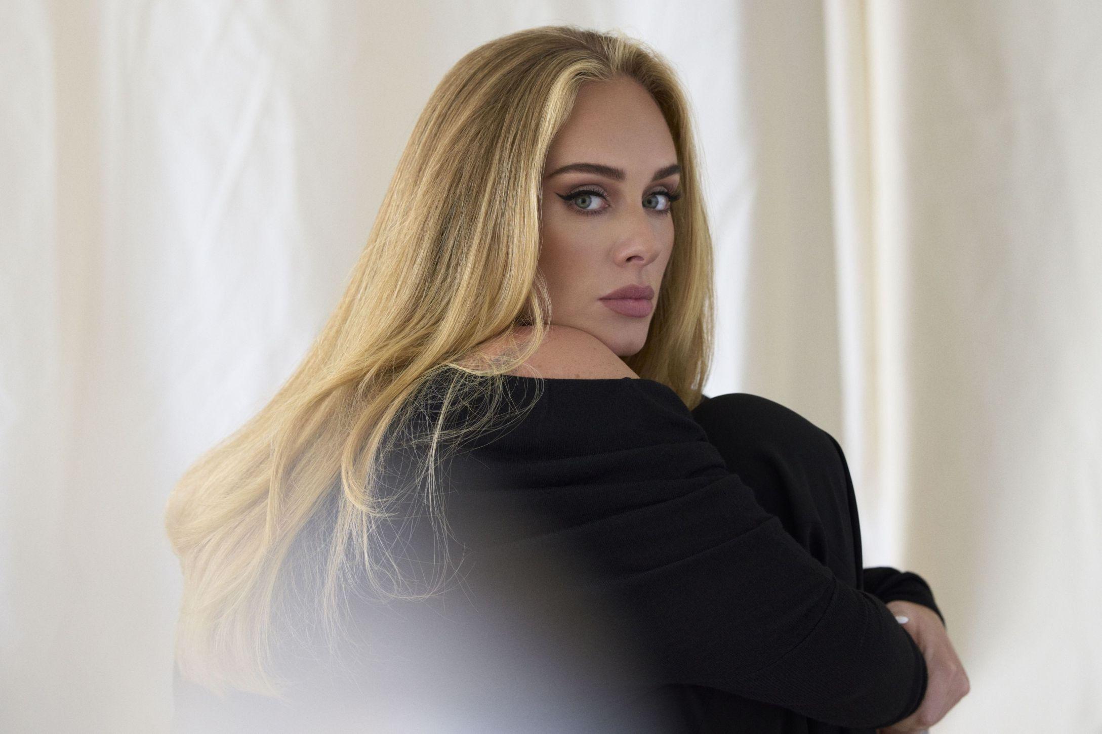 Adele (Copyright by Simon Emmett)