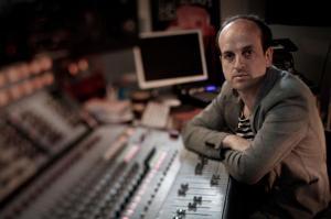 Il compositore, dj e producer inglese Matthew Herbert ha ricevuto la carta bianca dalla direzione artistica di Pomigliano Jazz per realizzare 3 progetti esclusivi